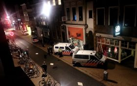 politie inval krakers Oosterstraat Club Bedroom
